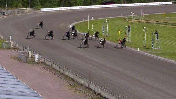 Här rundar Månlykke A.M alla i Erik Perssons Memorial på Årjäng
