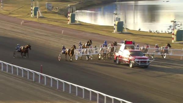 Racing Mange vinner före Cyber Lane